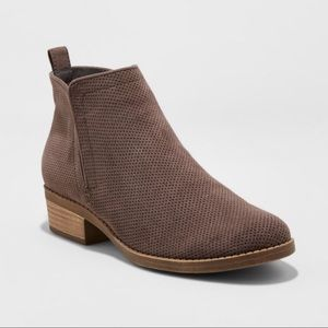 Dv by dolce vita gray perforated booties
